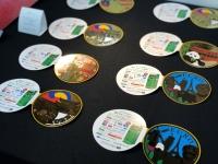ニュース画像:ポケットチェンジ、コイン型パンフレットを空港カウンターで配布