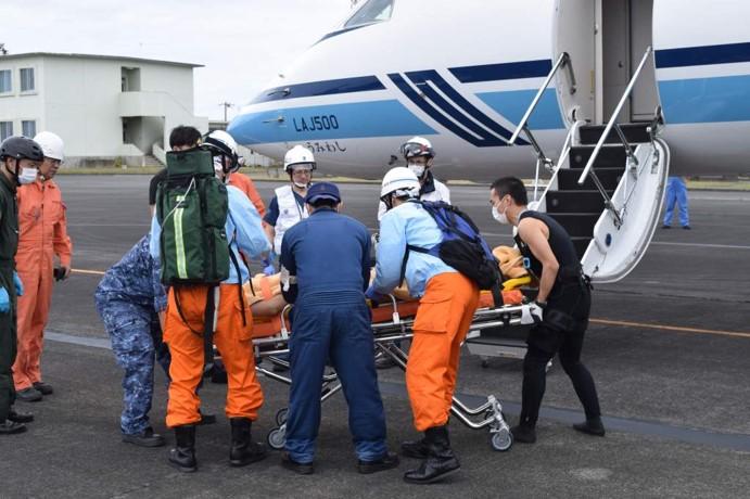 ニュース画像 2枚目:硫黄島航空基地で「うみわし」に急患を引き渡し