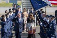 ニュース画像 4枚目:2017年の来日時、横田に到着したトランプ大統領夫妻
