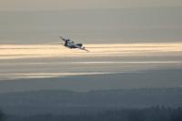 ニュース画像 3枚目:エルメンドルフ・リチャードソン統合基地の上空を飛行するC-130J