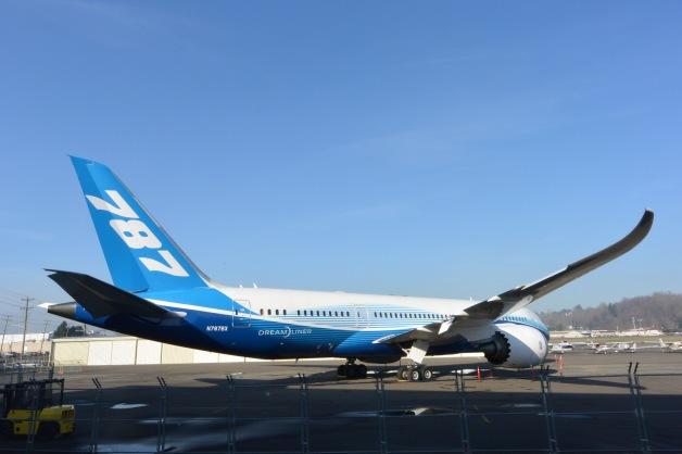 ニュース画像 1枚目:787「ZA003」 写真はエアフォース・ワン、コンコルドと並べられる前の様子