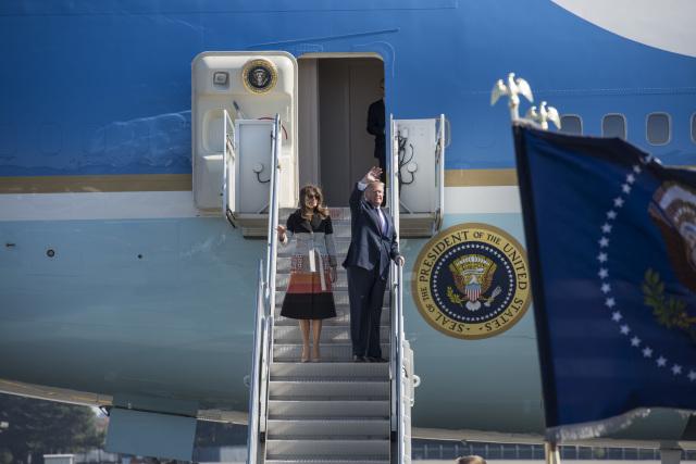 ニュース画像 1枚目:横田基地に到着したトランプ大統領、2017年11月来日時