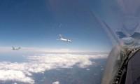 ニュース画像:イタリア空軍タイフーン戦闘機、日本エアコミューター機にインターセプト