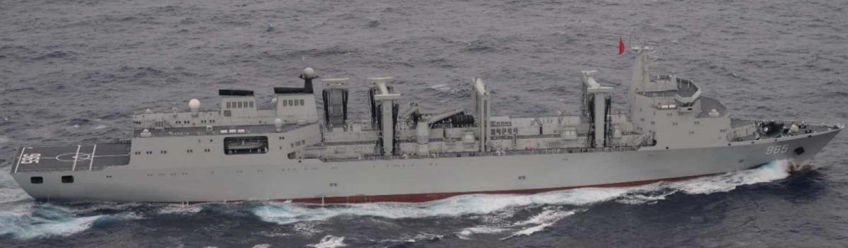空母「遼寧」と初確認のフユ級高速戦闘支援艦、太平洋進出を海自が確認 ...