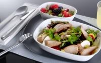 ニュース画像:デルタ、国際線エコノミーでウェルカムドリンクやビストロ機内食を提供へ
