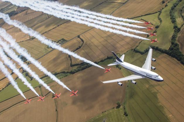ニュース画像 1枚目:747とレッド・アローズ