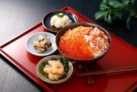 ニュース画像:JAL地域プロモ、8月はマイル特典に「いくら海席丼セット」が登場
