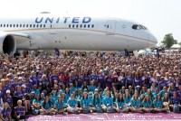 ニュース画像 1枚目:女性乗務員のみで「EAA エア・ベンチャー」に登場したユナイテッド航空