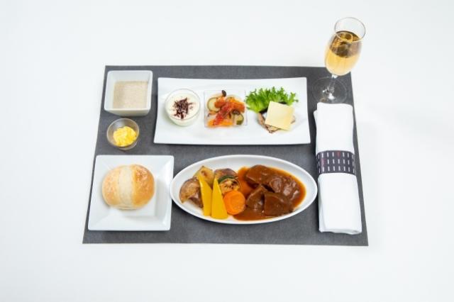 ニュース画像 1枚目:JAL機内食イメージ