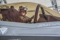 ニュース画像 1枚目:サッツ大尉が搭乗するF-35B