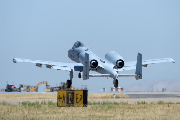 ニュース画像 1枚目:離陸するA-10サンダーボルトⅡ攻撃機