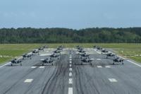 ニュース画像:航空自衛隊、いずも型に搭載するSTOVL戦闘機をF-35Bに決定