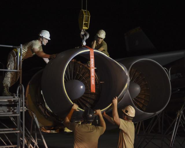 ニュース画像 1枚目:第69爆撃飛行隊 B-52Hエンジンカウル