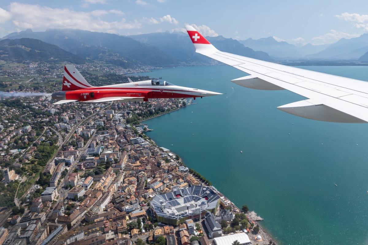ニュース画像 1枚目:CS300とパトルイユ・スイスの飛行