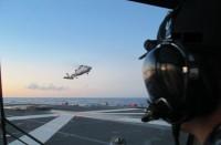 ニュース画像:海自回転翼部隊の操縦士、護衛艦「すずなみ」でヘリ発着艦訓練を実施