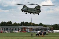 ニュース画像:ホーク初号機、チヌークが吊下げて約10キロ空輸 航空博物館へ移動