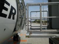 ニュース画像:RAC、那覇空港で車いすのまま搭乗降機できる地上機材を本格運用