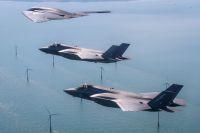 ニュース画像:米英の第5世代ジェット機、ライトニングⅡとスピリットが訓練で競演
