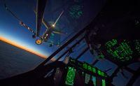 ニュース画像:イギリス空軍のロジスティクスを維持する輸送機と隊員