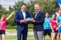 ニュース画像:KLM、アシックスと提携 100周年記念スニーカーを発売