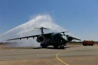 ニュース画像:エンブラエル、ブラジル空軍にKC-390空中給油輸送機を初納入