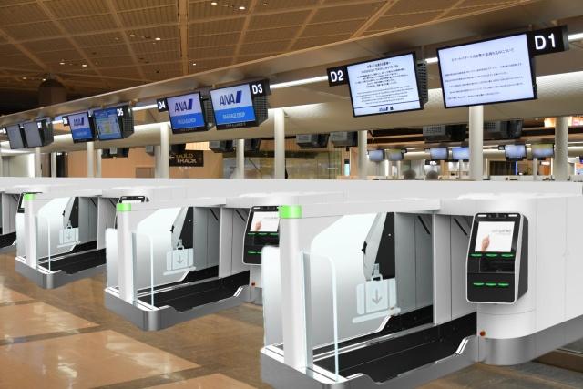 ニュース画像 1枚目:成田空港の自動手荷物預け機のサービス