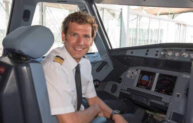 ニュース画像 1枚目:Juan Velarde機長