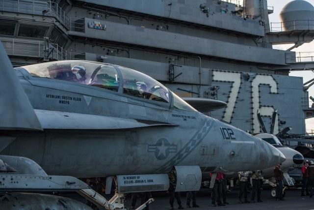 ニュース画像 1枚目:レーガン艦上のVFA-102