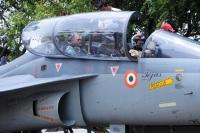ニュース画像:インド海軍向け戦闘機テジャス、陸上模擬着艦試験に成功