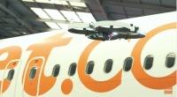 ニュース画像 1枚目:イージージェットの機体検査を行うドローン