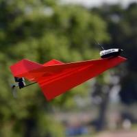 ニュース画像:スマホで紙飛行機の操縦ができる「POWERUP 3.0」、販売を開始