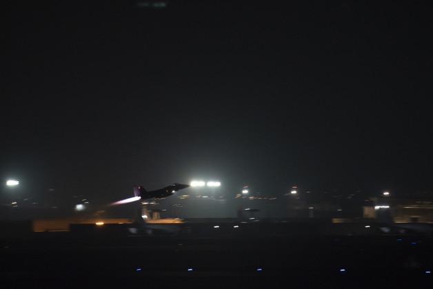 ニュース画像 1枚目:アフターバーナーを曳き離陸するF-15Cイーグル