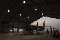 ニュース画像 2枚目:離陸前の整備、点検を受けるF-15C