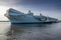 ニュース画像:英空母「プリンス・オブ・ウェールズ」、ロサイス造船所を離れる