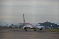 ニュース画像:MRJ、名古屋空港で低速自走状態の走行試験を開始