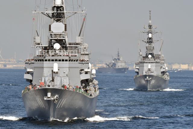 ニュース画像 1枚目:相模湾に進出する艦艇