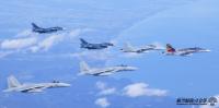 ニュース画像:空自F-15、F-2と豪空軍F/A-18、河野防衛大臣をエスコート