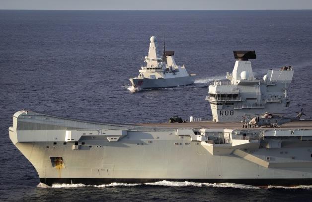 ニュース画像:空母「クイーン・エリザベス」を旗艦とする空母打撃群 | FlyTeam ニュース