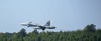 ニュース画像:アメリカ海軍のF/A-18Cホーネット、実戦部隊を退く