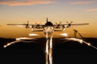 ニュース画像:フレアを放ちながら飛ぶハーキュリーズ