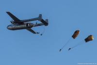 ニュース画像:ノラトラ、フランス空軍士官学校の上空でパラシュート降下