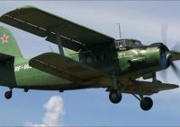 ニュース画像:50名以上の少年少女たち、ロシア空軍の現役複葉機からパラシュート降下