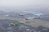 ニュース画像:防大開校記念祭、退役間近のF-4がフェアウエル飛行 C-1なども参加