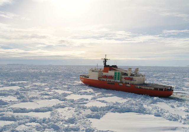 ニュース画像 1枚目:第60次南極地域観測協力でのしらせ