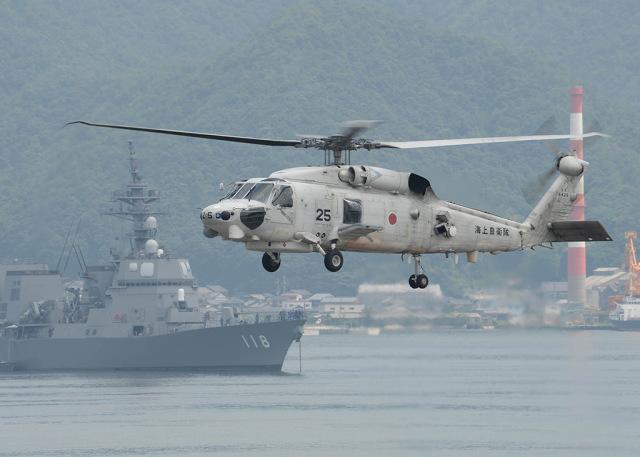 ニュース画像 1枚目:艦艇とSH-60 イメージ