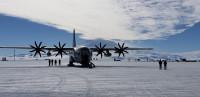 ニュース画像:アメリカ空軍第109空輸航空団のLC-130、南極プログラムを支援