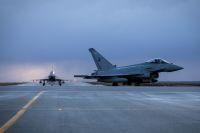 ニュース画像:イギリス空軍タイフーンFGR、初めてアイスランド領空警備に就く