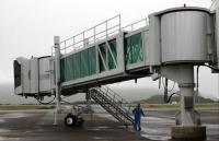 ニュース画像:八丈島空港、航空機の乗降に使用する旅客搭乗橋を更新 12月25日まで