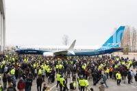 ニュース画像:ボーイング、737 MAX 10をレントン工場でロールアウト