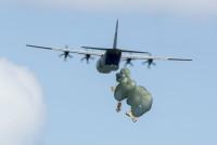 ニュース画像:世界最長の物資投下訓練「クリスマス・ドロップ」、休日気分も届ける